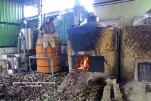 Zimtdestillationsanlage in Sri Lanka